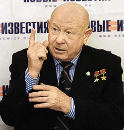 Знаменитый космонавт Алексей Леонов пишет картину, посвященную Беловежской пуще